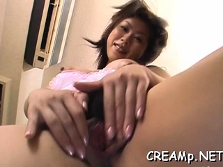 Horny slut gets her juicy..