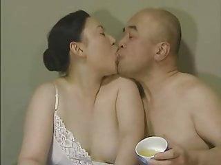 Japanese Tongue Kissing -..