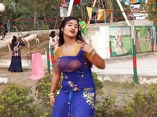 Amateur Bangladeshi Bus Girl..