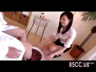 obese tits masseur gives..